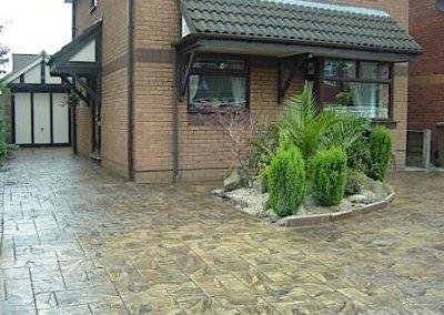 driveway-pattern-concrete-imprint-ashlar-tree