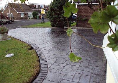 driveway-patterned-concrete-grey