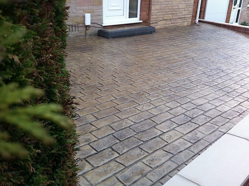 Cobblestone block paving driveway