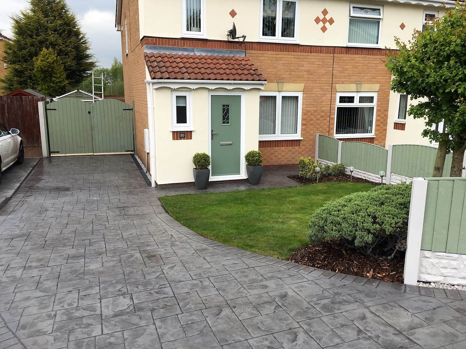 Curved pattern imprinted concrete driveway in Buxton with slate effect