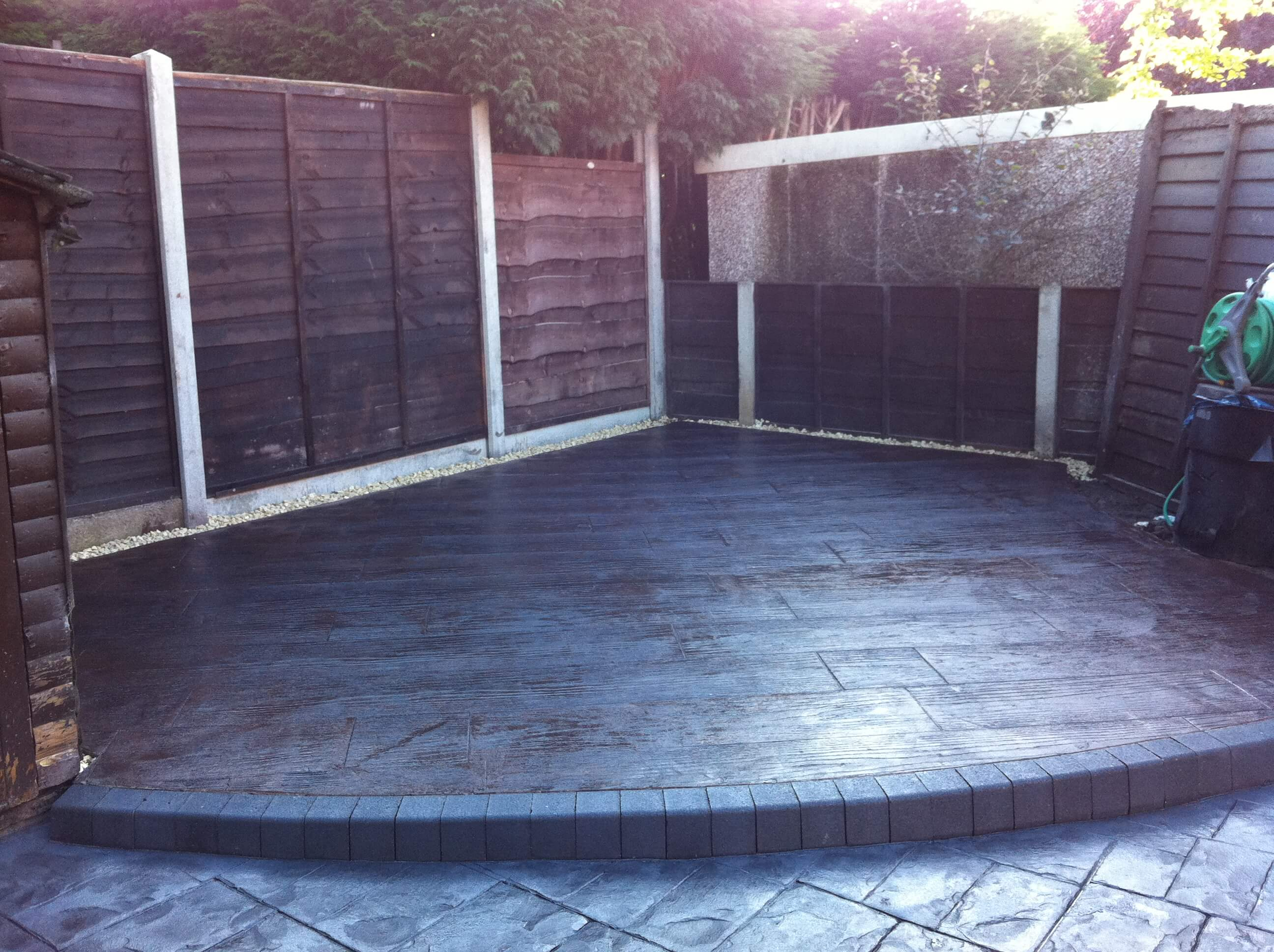 Concrete decking with wooden effect and raised step