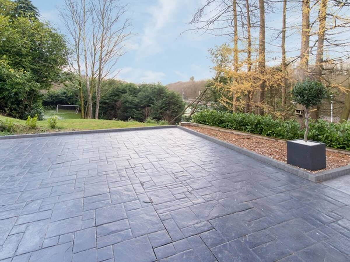 modern, contemporary driveway paving in Bolton