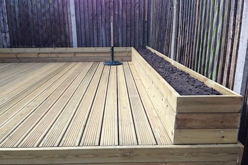 Anti slip decking